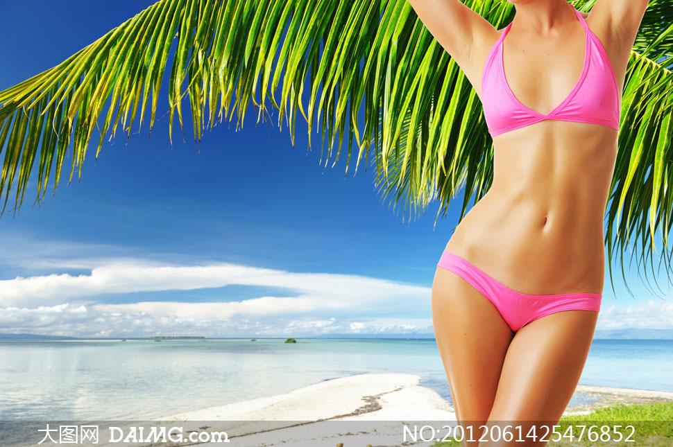 热带海滩上的比基尼美女高清图片 大图网设计