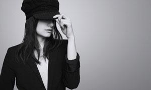 压低帽檐的小西装美女摄影高清图片