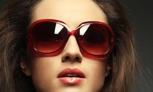 戴着太阳镜的长发美女摄影高清图片