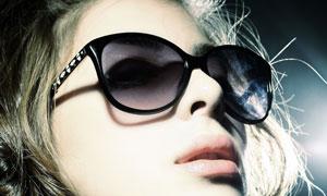 戴着太阳镜的美女特写摄影高清图片