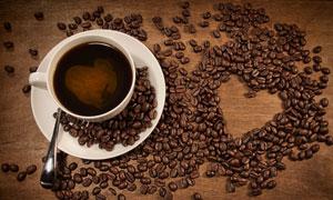 咖啡豆组成的心形图案高清摄影图片