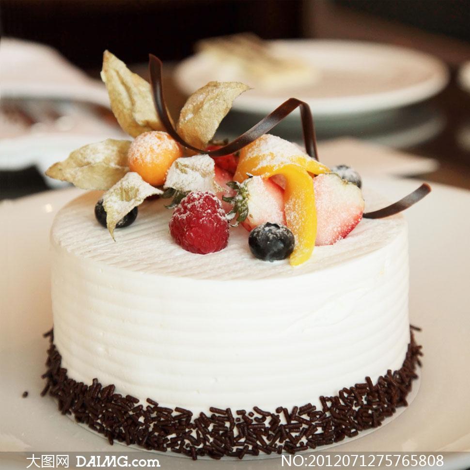 巧克力奶油水果蛋糕摄影高清图片
