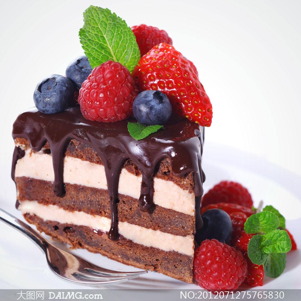 巧克力蛋糕与水果特写摄影高清图片