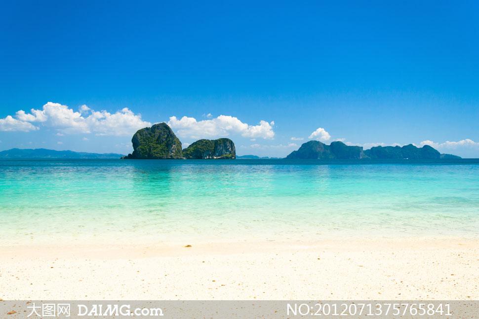 大海里的礁石与岛屿摄影高清图片