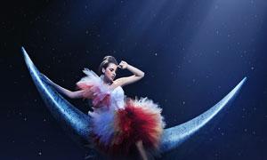 月亮船上美女模特创意摄影高清图片