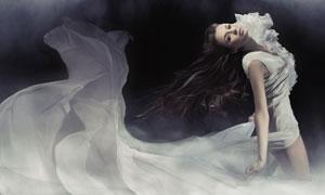 穿拖尾长裙的美女模特摄影高清图片
