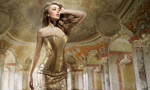 抚摸秀发的欧美女人摄影高清图片