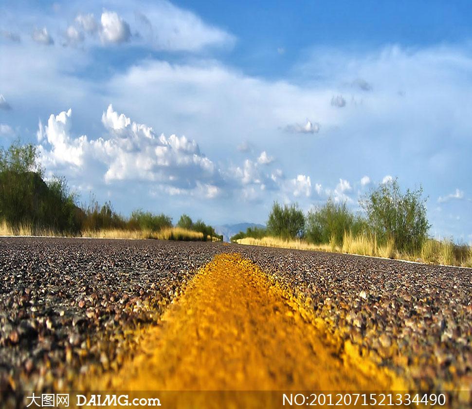 水平角度拍摄的公路影楼摄影背景图片
