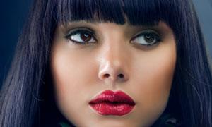 红玫瑰与长发红唇美女摄影高清图片