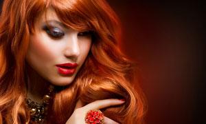 卷发红唇眼妆美女人物摄影高清图片