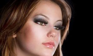 戴假睫毛的长发美女摄影高清图片