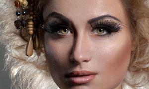 眼部化妆的露肩女人摄影高清图片