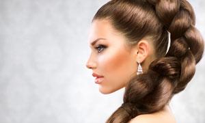 扎麻花辫子的美女侧面摄影高清图片