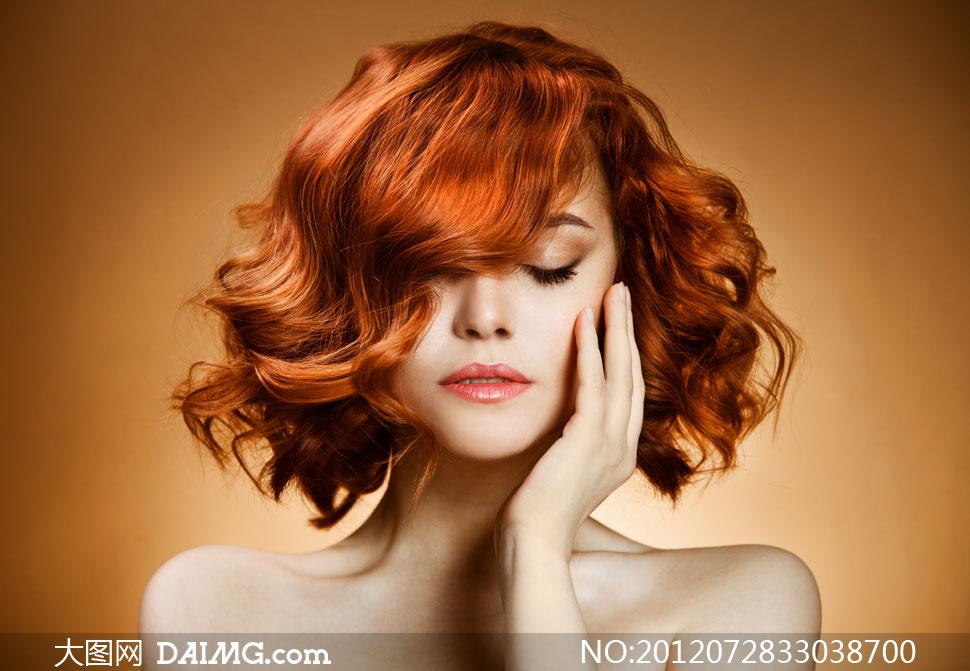 抚摸脸颊的女人图片v脸颊短发意思买高清情趣内衣美女什么图片