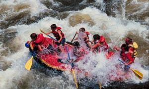 激流勇进团体皮划艇摄影图片