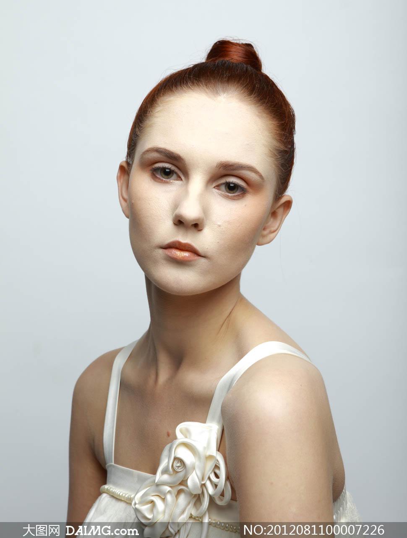 国外美女模特磨皮原片摄影图片 竖