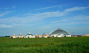 坝上草原上的圆顶房子摄影高清图片
