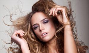 中分长发内衣美女人物摄影高清图片