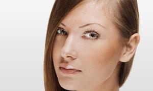 头发放一侧的美女人物摄影高清图片