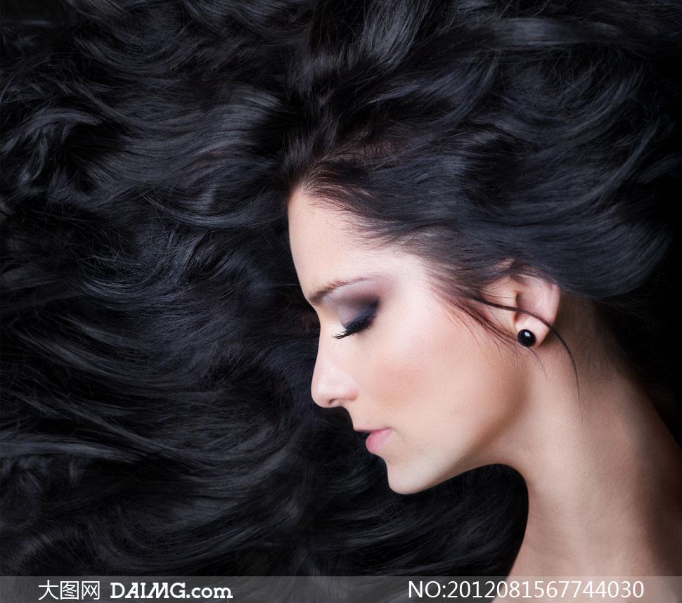 歌词乌黑黑的头发是什么歌图片