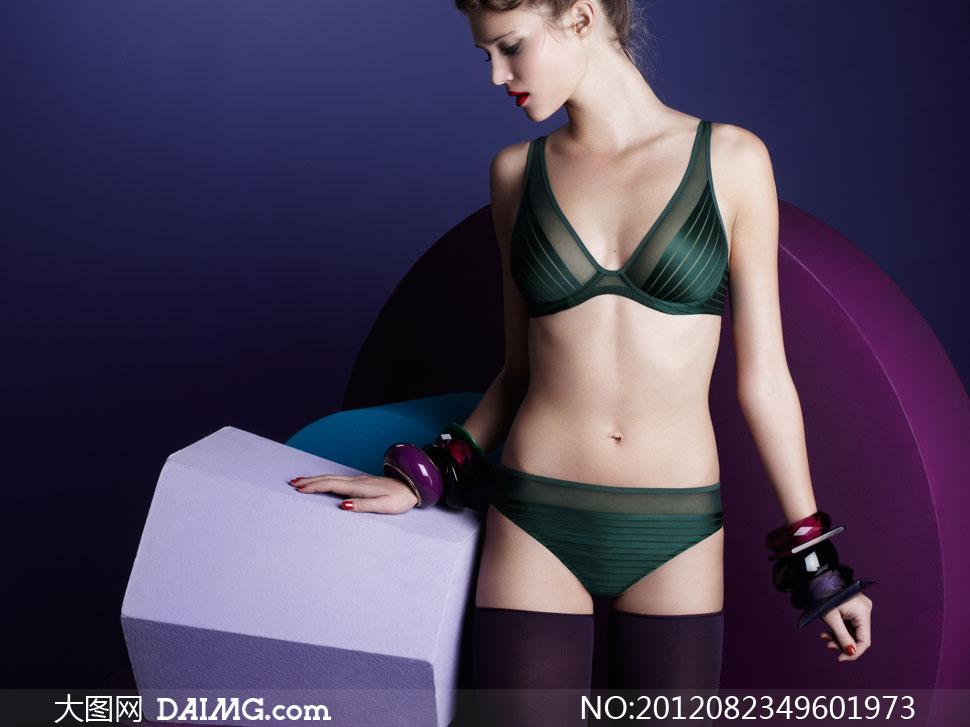 墨绿色内衣美女模特摄影高清图片