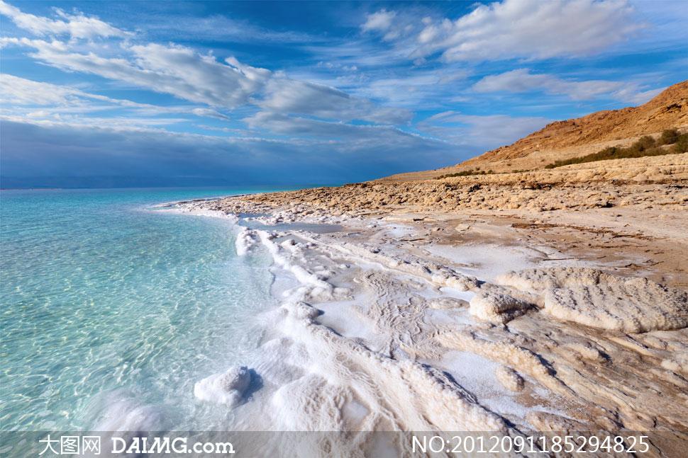 蓝天白云大海沙滩风景摄影高清图片