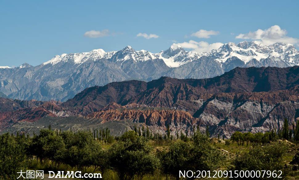 连绵的山峦风景摄影图片素材下载 关键词: 山峦风景山峰树林白云