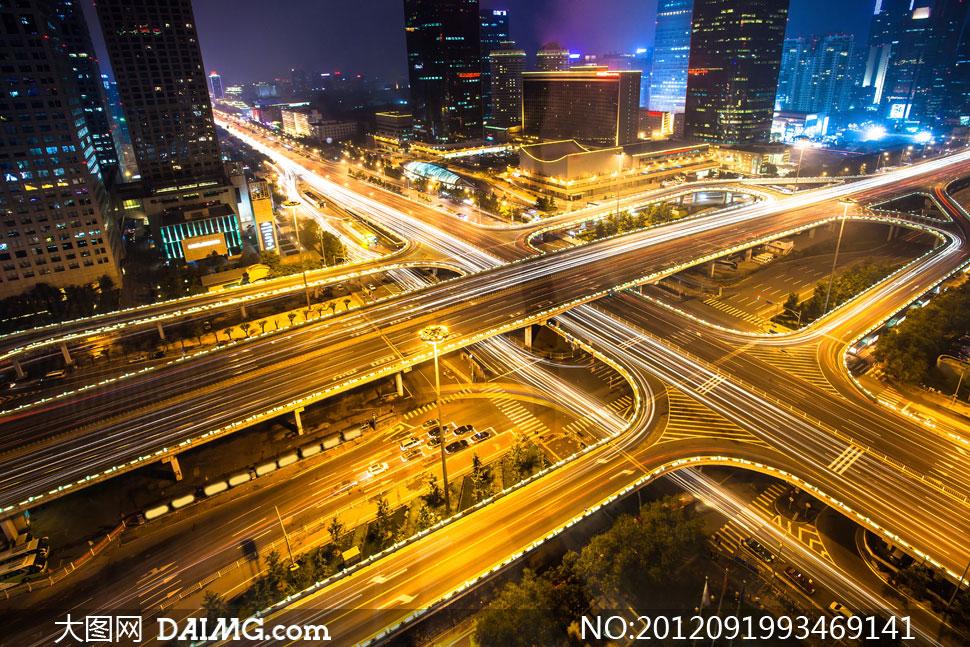 城市交通枢纽夜景俯瞰摄影高清图片