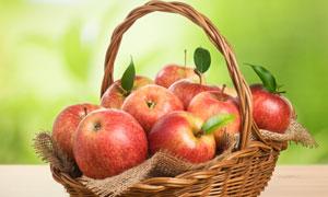 一整篮子的红苹果特写摄影高清图片