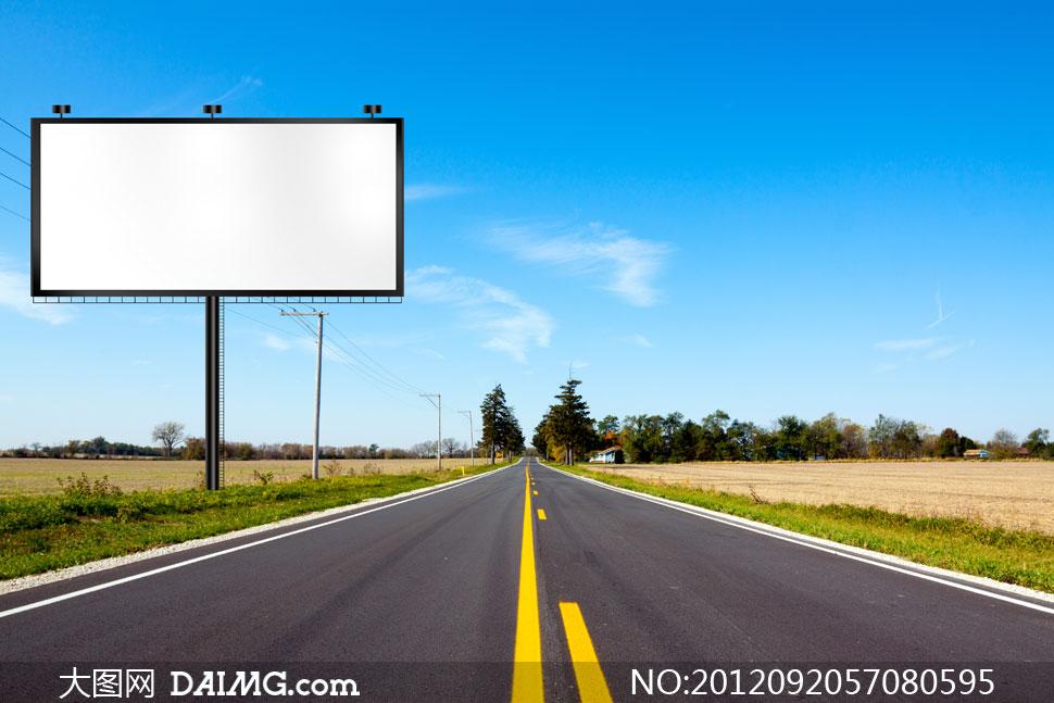 公路边上的户外广告牌摄影高清图片