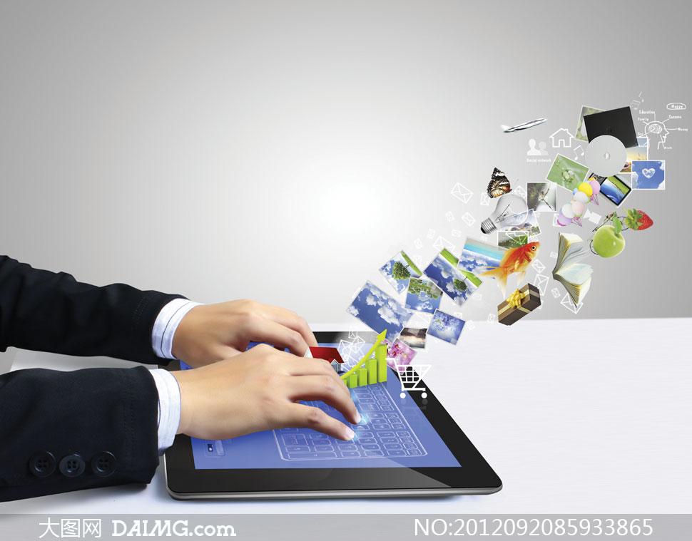 操作平板电脑的人物创意高清图片