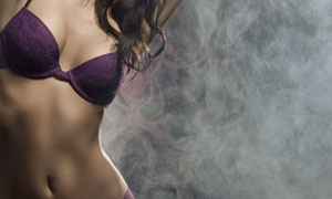 穿紫色内衣的美女局部摄影高清图片