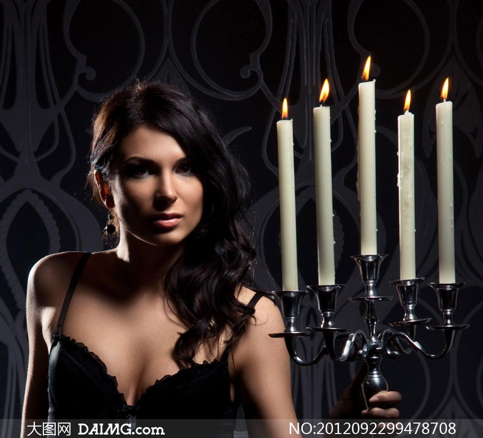 手拿烛台的内衣美女摄影高清图片 大图网设计