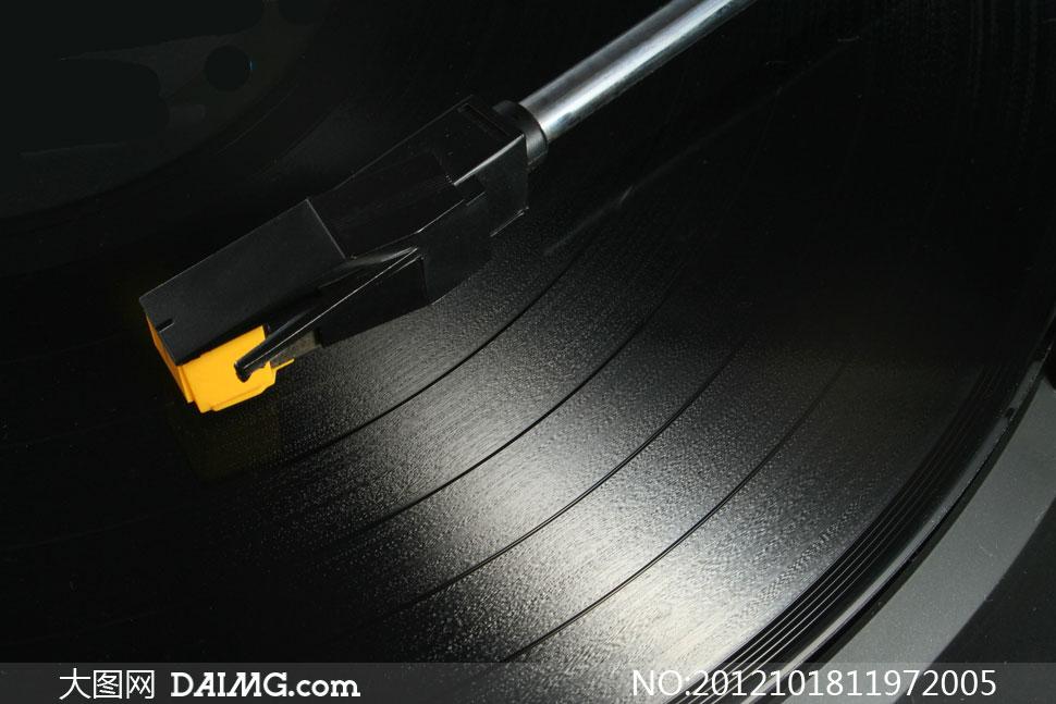 ppt放在做好u盘里,但在别的影片里,ppt的电脑和音乐就韩国电影占卜师们在线观看图片