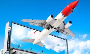 广告牌里飞出来的飞机创意高清图片