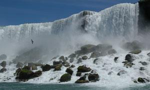 壮观瀑布风光与乱石摄影高清图片