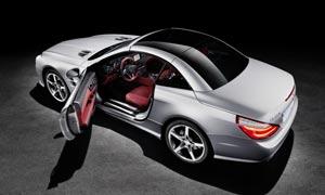 开着门的奔驰SL跑车摄影图片