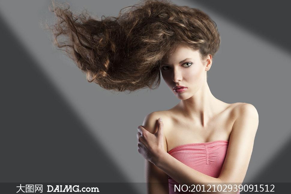 露肩美女人物创意发型摄影高清图片