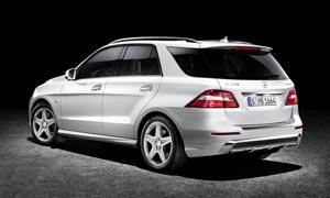 奔驰M级汽车背部摄影图片