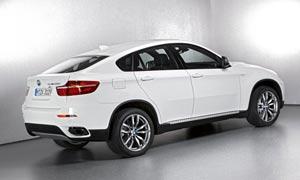 白色宝马X6侧身摄影图片