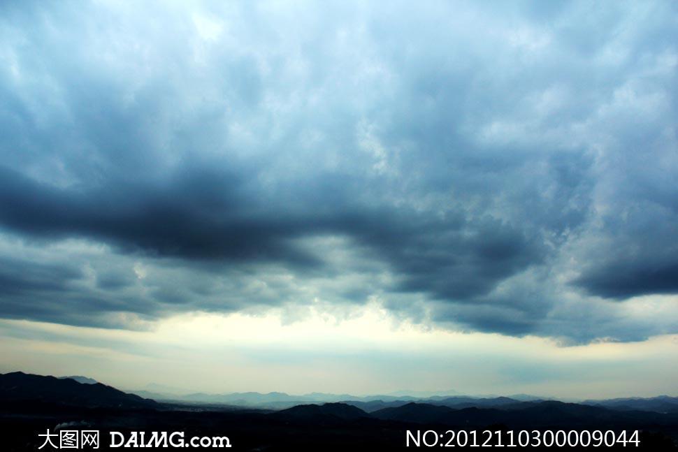 1 图币 特别说明:  满天乌云摄影图片素材下载 关键词: 天空乌云云朵