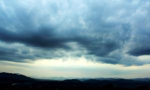 满天乌云摄影图片