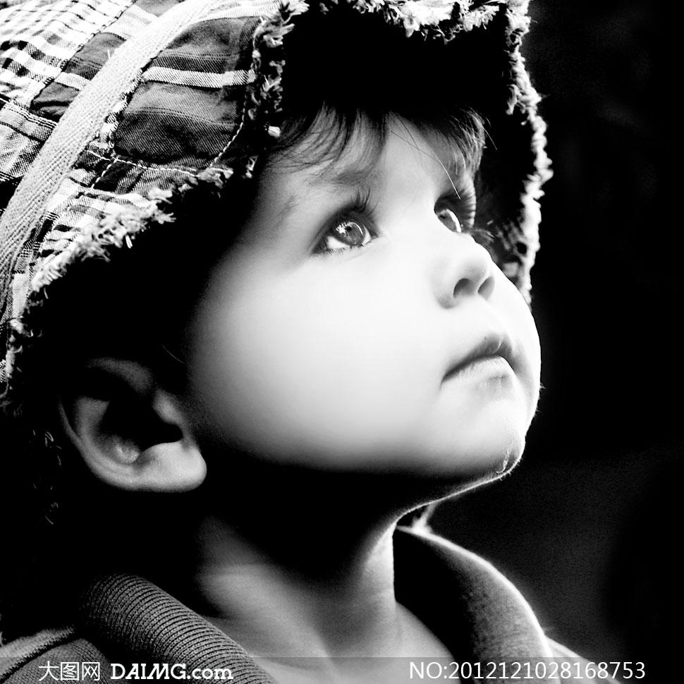 小男孩小男生小学生可爱外国国外抬头帽子黑白儿童