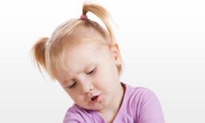 在玩积木游戏的小女孩摄影高清图片