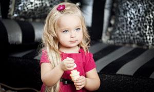 戴着头饰的金发小美女摄影高清图片