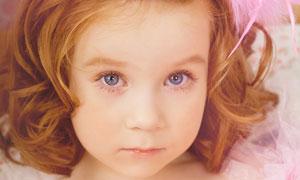 卷发大眼睛可爱小女孩摄影高清图片