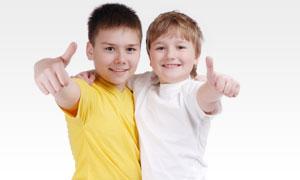 两个帅气精神的小男孩摄影高清图片