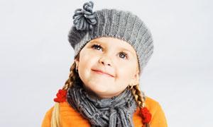 扎小辫儿戴帽子的女孩摄影高清图片