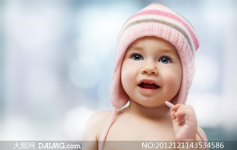 戴绒线帽的可爱小宝宝摄影高清图片
