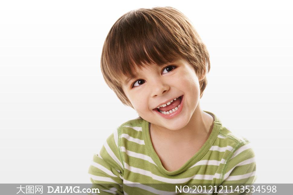 关键词: 高清摄影大图图片素材人物小男孩小男生外国国外开心笑容儿童